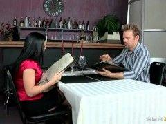 Esmer Güzeli Sex Filmi İzle